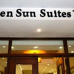 Photo de Golden Sun Suites Hotel