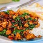 Poulet mit Chilli und Basilikum