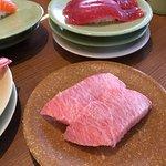 鮪魚肚肉握壽司,油脂分布均勻入口即化