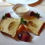 Terrine de crèpes à l'orange et au Grand Marnier, crème anglaise.