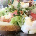 Super bon j'adore très consistant pour une salade