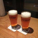 primera ronda de cerveza local del mismo hamburgo