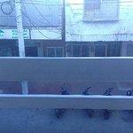 Essa era a vista do apartamento, uma rua movimentada de San Andres
