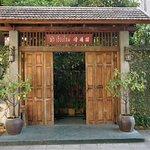 Gate (daytime)