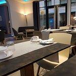 salle petit déjeuner et coin réception