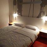 Hotelzimmer bei Nacht