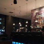 Tolle Bar, direkt in der Hotellounge vom Motel One. Gut sortiert - gute Preise - kompetenter Bar