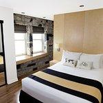 Standard 1 queen bed