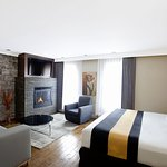 Deluxe Kign room with gas fireplace
