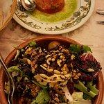 ensaladas: de queso de cabra y de pimientos