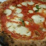 Amici miei - tomato and mozarella  pizza