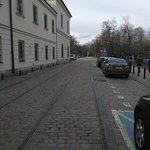 Antigua calle en el barrio judío de Polonia con restos de raíles de los tranvías.