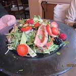 Great salad w/fruit ............