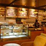 Salah satu sudut di Praline Coffee Shop & Cake Patisserie