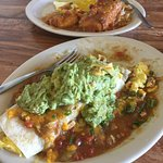 Excellent breakfast burrito and chili rellano. Pleasure to dine here. Service is prompt and kind
