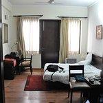 Ahuja Residency DLF Phase 2 Foto
