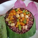 Photo de Hum Vegetarian Cafe & Restaurant