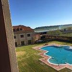 Vistas desde la habitación de la piscina exterior. Abierta solamente en época de calor.