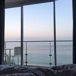 la vue depuis le lit au lever du soleil !