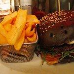 czarny burger włoski