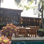 Photo de Raya Restaurant and Wine Bistro