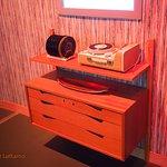Noen av oss husker fortsatt disse møblene og den kombinerte Kurér reiseradio og platespiller.