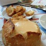 Sopa creme de queijo no pão italiano.