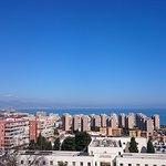 Vista desde la habitación, se puede ver a la izquierda Málaga y gran parte de la costa del sol