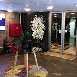 Photo de The Embassy Hotel
