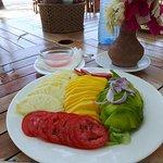 Assiette Tamari composé d'avocat ananas mangue tomate sur un nid de salade excellent !