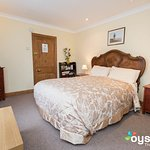 Double room with ensuite and kingsize bed
