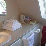 salle de douche chambre n°2, privative, en face de la chambre 2