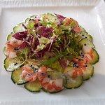 Salade folle de grosses crevettes, crème de caviar de hareng à la vodka