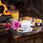 La cheminée devant laquelle il fait bon boire un café...