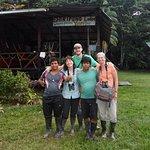 Notre groupe: Daniel, Gido, Josée, notre chauffeur de canoé Dabi et moi.