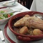 Bacalhau com batatas e salada