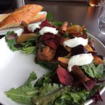 Beet salad with garlic baguette