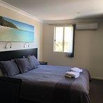 Photo de Dolphin Shores Hotel