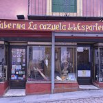 Fachada de La Cazuela de la Espartería en la calle Rodríguez Marín
