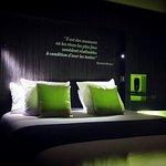 Chambre verte à grand lit pour 1 ou 2 personnes. A partir de 46€