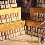L'orgue à parfums et ses 150 notes exclusives. Create your own fragrance with 150 exclusives sce