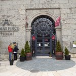 The entrance of Primas Cellar restaurant