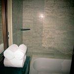 Photo de Crowne Plaza Hotel Corobici