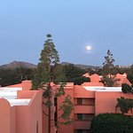 Photo de Embassy Suites by Hilton Phoenix-Scottsdale