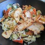 wok de poulet et ses nouilles