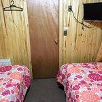 Habitaciòn doble con dos camas de plaza y media