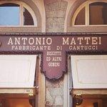 Qui da oltre 150 anni vengono prodotti gli originali Biscotti di Prato alle mandorle