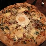 Pizza with an egg, yum.