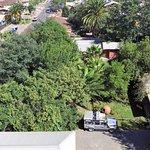 Vista aérea de el jardín, habitaciones y estacionamiento de nuestro pequeño Hotel