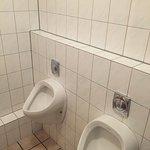 Geräumige und saubere sanitäre Anlagen